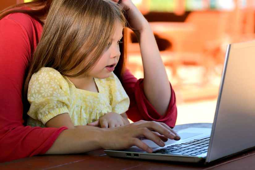 child-girl-young-caucasian-studying
